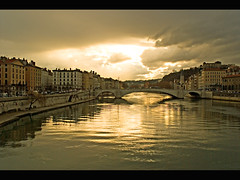Lyon - Sane river (Megara Liancourt) Tags: france lyon themoulinrouge vieuxlyon sonyalpha100 abigfave platinumphoto diamondclassphotographer flickrdiamond superhearts excellentphotographerawards photofaceoffwinner platinumheartaward hccity oraclex