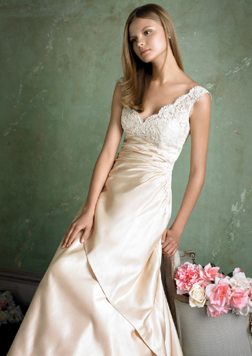 calm and beauty for simple wedding dress design