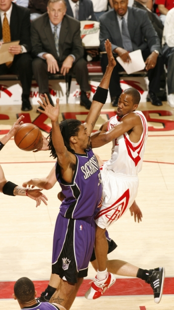 Rafer Alston penetrates into the lane and dishes for an assist against the Sacramento Kings.  Alston would finish with 28 points on 9-of-17 shooting, 5 assists, and no turnovers to lead the Rockets to a 108-100 victory over Sacramento.