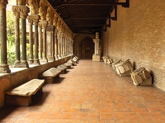 Augustins perspective (Bindalfrodo) Tags: summer france art estate columns perspective corridor arches explore cloister toulouse francia colonne augustins midipyrenees hautegaronne augustinscloister bindalfoto bindalfrodo