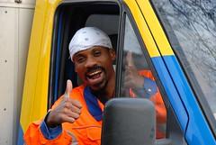 Men At Work (FaceMePLS) Tags: nederland thenetherlands streetphotography menatwork zoetermeer thumbsup nikond200 straatfotografie facemepls buytenwegh mannenaanhetwerk gemeentereiniging