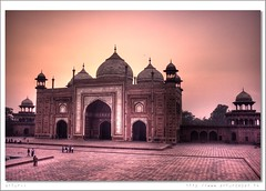 Taj Mahal (arturii!) Tags: voyage door trip travel pink light sunset people india colors beauty set wow wonderful landscape amazing nice tour indian awesome rosa tajmahal agra best porta viatge mon gent nacional cupula archs hdr impressive artur rouse gettyimages siete llum paisatge postadesol maravillas maravilla sevenwondersoftheworld photomatix stuning canoneos400d arturii maravella