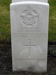 0112 Truscott E.C. (golli43) Tags: berlin cemetery germany memorial soldiers westend charlottenburg wargraves secondworldwar britishsoldiers australiansoldiers heerstrasse alliedsoldiers