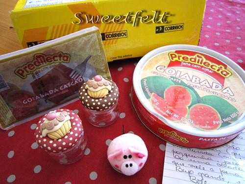 ♥♥♥ CHEGOU!!!! Chegou agora um pacotinho amarelinho com um recheio docinho e cheio de carinho!!! :)))))))))) by sweetfelt \ ideias em feltro