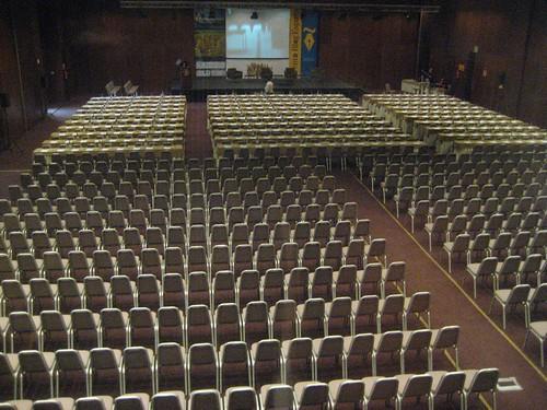 1000 empty seats
