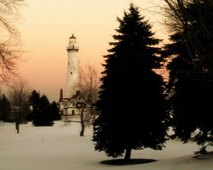 Racine (Luiz Felipe Castro) Tags: winter copyright usa lighthouse lake snow natal wisconsin faro photo foto photographer michigan picture neve farol inverno racine reservado windpoint luizcastro luizfelipecastro luizfelipedasilvadecastro duetos lighthousetrek