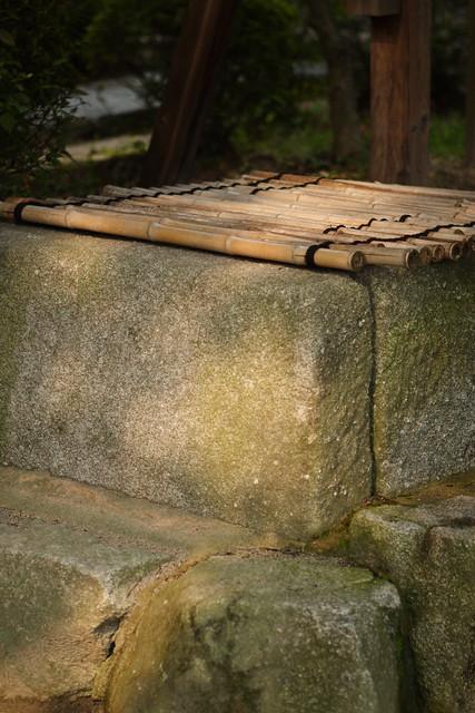 井戸の石囲