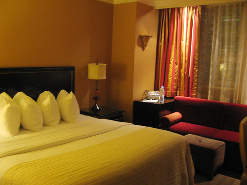 hotel_bed.jpg