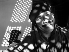 Marrakech, Morroco 2008 (Alex Llovet) Tags: africa street portrait people photojournalism morroco marrakech moment marruecos instante iloveyoursmile bnritratto