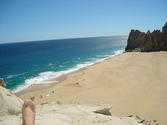 Mirador (@ cm) Tags: sea sun sol beach me mxico self landscape mar sand rocks desert postcard playa paisaje moi cm arena pacificocean heat desierto postal bajacaliforniasur rocas cabosanlucas thearch calor loscabos elarco ocanopacfico