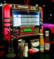 Oldies (Ramon2002) Tags: sanfrancisco california diner drivein jukebox tabletop melsdrivein ramon2002