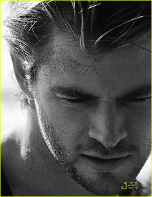 124 Chris Hemsworth picture