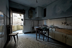 new breath (trazmumbalde) Tags: urban portugal kitchen table fire arquitectura europe chairs decay porto interiores rebuilt