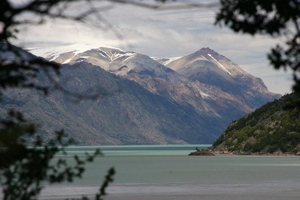 SOUTH AMERICA: Lake O'Higgins, natural border between Chile & Argentina.