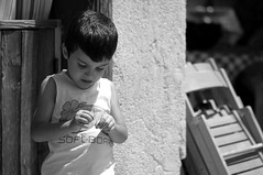 L'ago e il filo - The needle and thread. (.Luigi Mirto/ArchiMlFotoWord) Tags: leica trees light portrait people bw holiday eye girl youth zeiss canon eyes nikon italia foto arte expression fineart dramatic hasselblad contax summicron m8 agfa ritratto ilford bianconero spontaneous planar notturno r8 m9 sonnar pellicola tessar r9 concorsi sullilux iyoungn