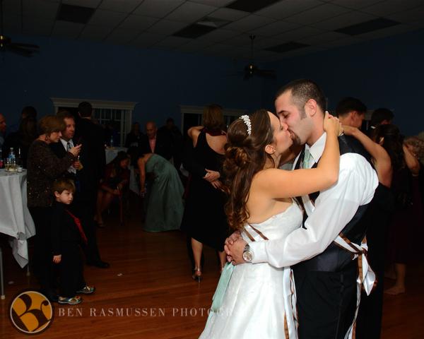 Liz & Gus Dancing