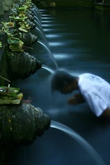 Tirta Empul (Farl) Tags: longexposure bali indonesia bath prayer sacred bathe waters ritual bathing spout spiritual hinduism tirta empul uncropped spouts offerings purification cleansing ndfilter canang gianyar tampaksiring tirtaempul