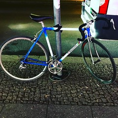 #zagers #berlincycles . . . . . . #follow #bike #berlin #rennrad #street #cycling #bicycle #velo #race #love #bicyclist (BERLIN CYCLES) Tags: berlin berlincycles speedbikes fixies hipster fixedgear