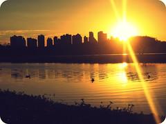 all the memories fade and the days go by. (Lubs Mary.) Tags: sunset pordosol sky sun sunlight lake sol de lago cu retro meus dias crepsculo parar desperdiar luanamuniz