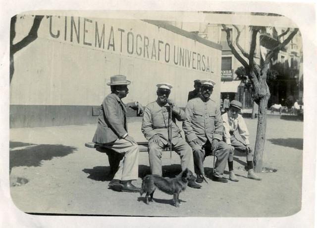 Cinematógrafo en la Plaza de Zocodover en junio de 1905. Fotógrafo anónimo. Colección Luis Alba. Ayuntamiento de Toledo