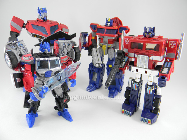 Transformers Laser Optimus Prime United Deluxe - modo robot vs otros Optimus