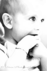 Adorable (Siscafoto) Tags: life portrait cute blancoynegro canon blackwhite kid hands child mani nios nio detalles biancoenero francesco emozioni bwemotions canoneos30d ritrattidiof niosydetalles espressionidellanima byfotosiscaallrightsreserved wcwithoutcolours siscafotogmailcom