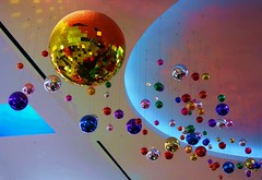 Spheres v2 (gycingeniero) Tags: color reflection colors circle plan line diagonal planets spheres lineas smrgsbord planos esferas wowiekazowie onlythebestare colourartaward artlegacy goldstaraward top20vivid