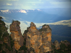 Three Sisters (Danil) Tags: 2005 travel light mountain rain sisters canon landscape three rocks sydney australia bluemountains kangaroo newsouthwales katoomba