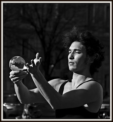 Dreamer (Pilozzo) Tags: paris france saint nikon des mm juggler 18 tamron francia 250 germain pres parigi giocoliere d80