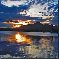 Lac Memphrmagog au coucher de soleil (Lara-queen) Tags: sunset lake canada reflection tower nature water beautiful beauty clouds spring eau tour quebec magog may lac mai reflet nuages printemps coucherdesoleil 2011 memphr quynhvu laraqueen canonpowershotsx30is