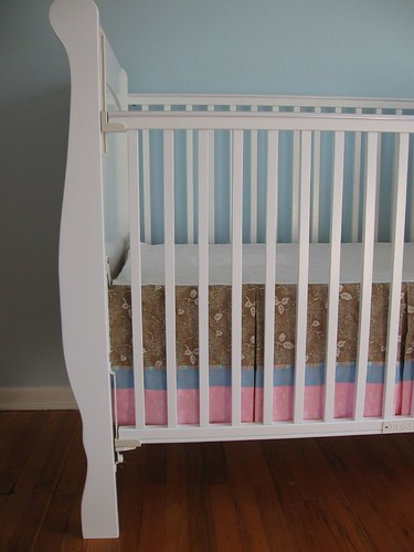 Crib skirt with rail down