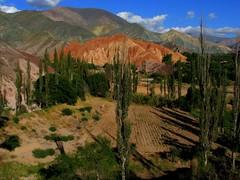 Riqueza de colores. (Lagavulin2) Tags: fab paisajes primavera southamerica argentina purmamarca jujuy 2007 sudamérica flaga suramérica américadelsur ph044 transamericananov07