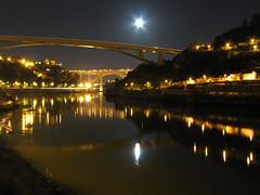 """luci nella notte (""""pipopipo"""") Tags: bridge light portugal river fiume ponte porto luci notturna luce oporto portogallo canoniani maluchiffaritime"""