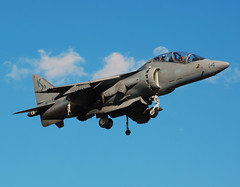 US-Marines McDonnell Douglas TAV-8B Harrier II+ (164122) (Michael Davis Photography) Tags: airplane photography nashville aviation flight jet landing marines runway jetfighter usmarines fighterjet kbna militaryjet av8bharrier marinecorp mcdonnelldouglasharrier 164122 tav8b