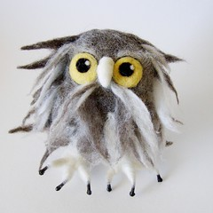 Ollie, the Owlet (fingtoys) Tags: toy felt owl arttoy fing softsculpture owlet fingtoys