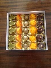caixa com 25 doces @veravilleladoces (VERA VILLELA DOCES) Tags: caixasdedoces docesparapresente nozes ninhodeovos trufas brigadeiro damasco marzipan pistache veravilleladoces