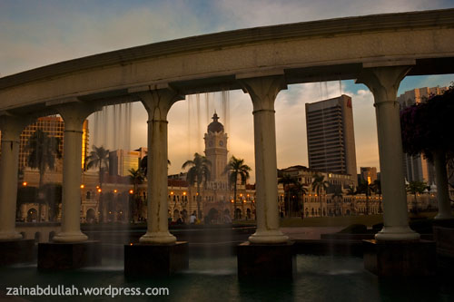 Sultan Abdul Samad Building in a frame during sunset