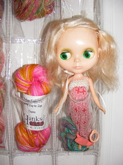 Blythe with yarn