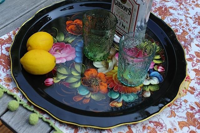 Prilegel se je hladen gin-tonic.