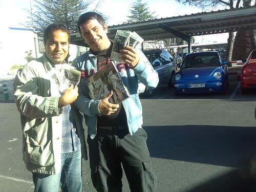Luis y Nacho con sus preciadas entradas