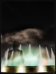 De fantasmas... (GALA .) Tags: barcelona luz canon noche chica fuente cielo gala nube iluminacion eos400d excapture