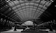 Paris. Via London (matteoprez) Tags: bw white black london station st train four eurostar olympus terminal matteo bianco pancras nero 43 thirds quattro terzi prezioso esystem e410 matteoprezioso