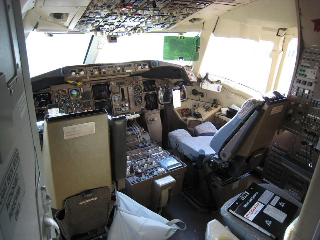 767 Cockpit at the SDQ gate
