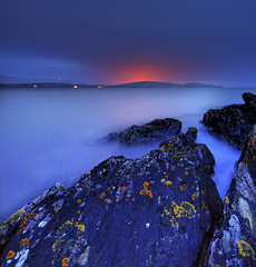 Harlech lights from Portmeirion (Corica) Tags: uk longexposure greatbritain wales coast bravo rocks britain estuary portmeirion harlech sigma1020mm corica canon400d