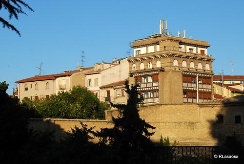 Vista del Hotel Eslava, situado en la Plaza de la Virgen de la O, y de parte del Paseo de Ronda, desde la Taconera.