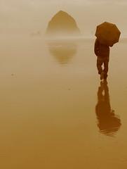 umbrella guy in pacific ocean (gonzalo_ar) Tags: ocean beach stone sepia umbrella reflex interesting pacific peaceful explore creativecommons goonies uhsizarpada world100f