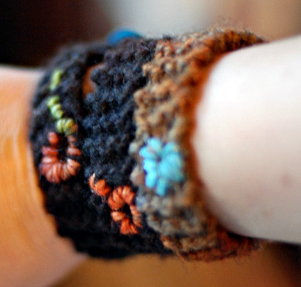 KNITTED BUTTON BRACELET PATTERN Free Knitting and Crochet Patterns