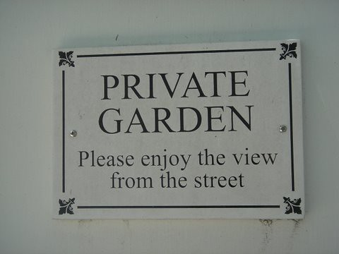 PRIVATE GARDEN Please enjoy the view from the street