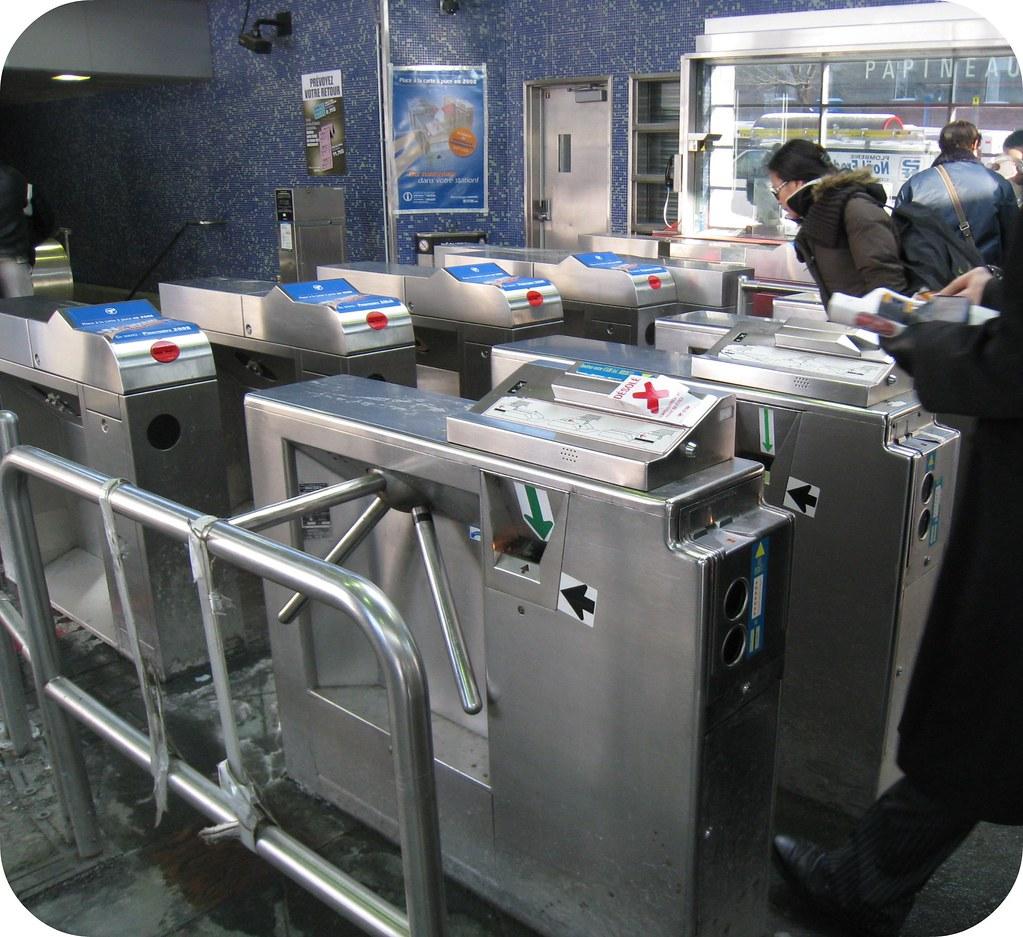 Tourniquets dans le métro