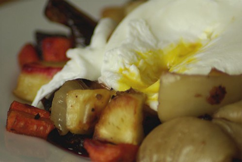 poached egg with roasted veg